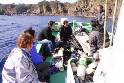 日本人ダイバーも使っての潜水調査です。彼らは良く働いてくれました。感謝です