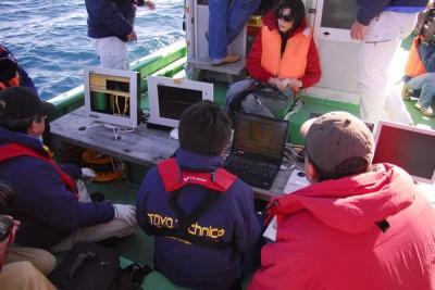 船の上から調査中にマルチビームのデータを見ることができます